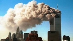 11 Eylül 2001'de ikiz kulelere yönelik saldırıda üst kattakilerin çoğu binayı terk etmeden önce beş dakika beklemişti.